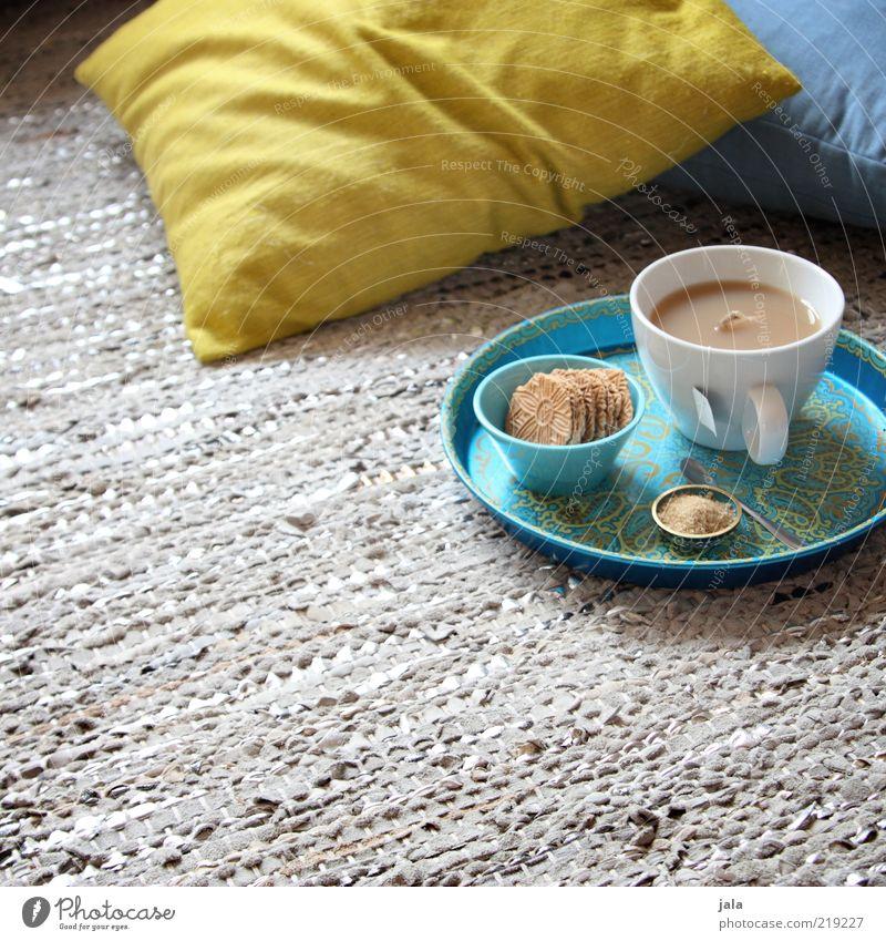 teatime ruhig Ernährung Erholung Lebensmittel Getränk Häusliches Leben Tee Tasse genießen gemütlich Backwaren Teppich Keks Kissen Teigwaren Bodenbelag