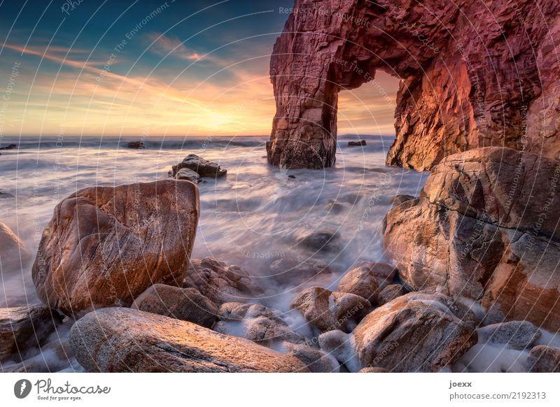Portal Himmel blau Wasser Meer Wolken Wärme Küste orange braun Felsen Horizont Wellen authentisch Schönes Wetter groß eckig