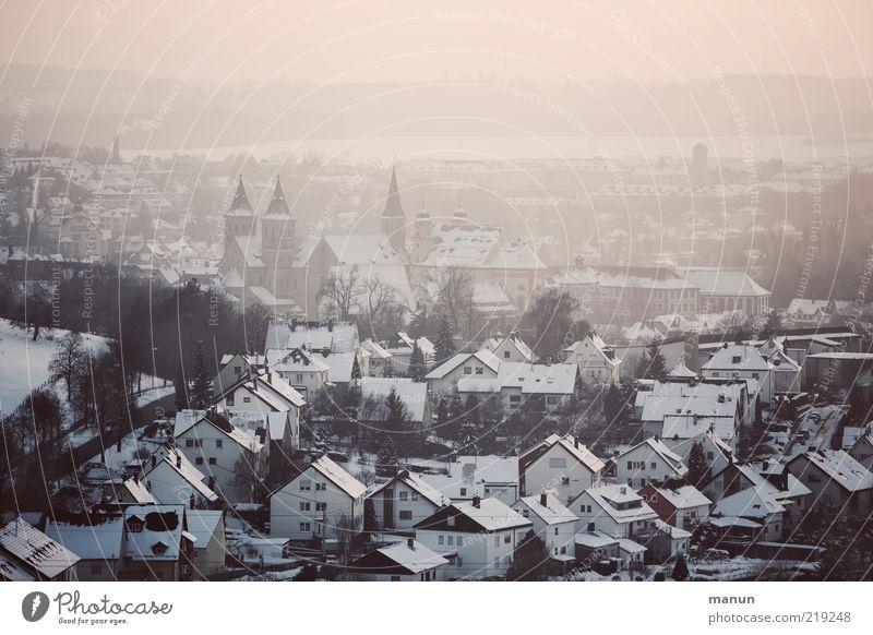 Die Gute Stadt Winter Ferien & Urlaub & Reisen Haus Schnee Landschaft Eis Architektur Perspektive Frost Kirche authentisch Dach Skyline Stadtzentrum Heimat
