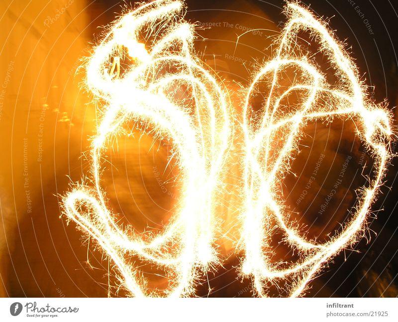 Silvesterspaß Silvester u. Neujahr Wunderkerze Licht Langzeitbelichtung Leuchtspur Feuer hell Freude Funken Feuerwerk neues jahr