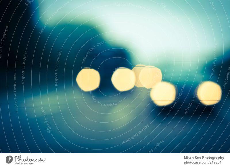 Autobahn Europa fahren ästhetisch außergewöhnlich kalt blau gelb Farbfoto Gedeckte Farben mehrfarbig Außenaufnahme Menschenleer Morgendämmerung Dämmerung Licht