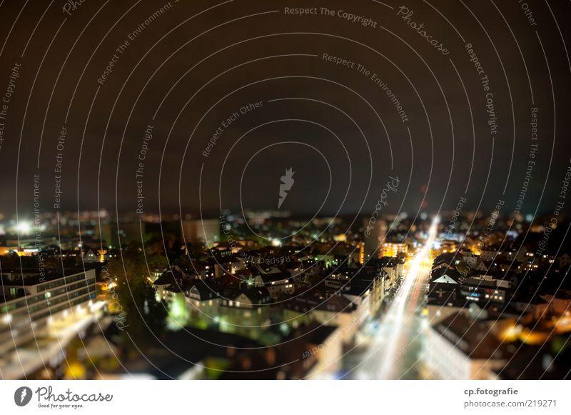 Model City Stadt Haus Straße Architektur Straßenverkehr Lifestyle Nachthimmel leuchten Verkehrswege Stadtzentrum Autofahren Gießen bevölkert Tilt-Shift