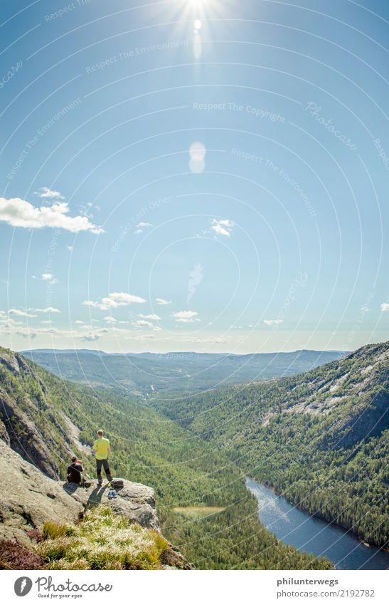 Norwegen von oben Ausflug Abenteuer Ferne Freiheit Mensch 2 Umwelt Natur Landschaft Sommer Klima Klimawandel Schönes Wetter Wald Felsen Alpen Berge u. Gebirge