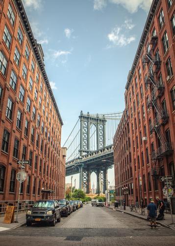 Blick aus Dumbo auf die Washington Bridge in New York Himmel Stadt Haus Straße Architektur Gebäude Fassade modern Technik & Technologie Lebensfreude Abenteuer