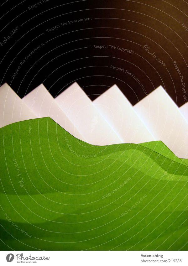 idyllische Kunstlandschaft Umwelt Natur Landschaft Erde Horizont Eis Frost Gras Berge u. Gebirge groß hoch grün schwarz weiß Papier Gipfel Bergkette Karton