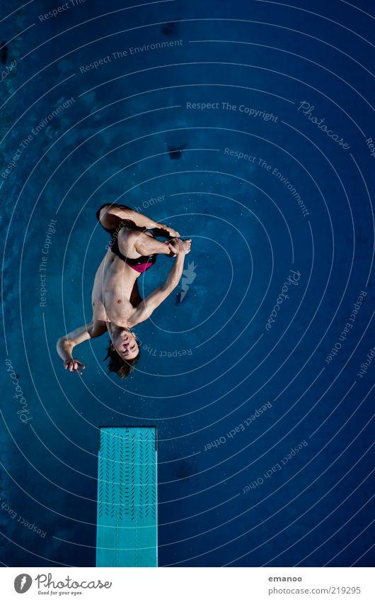 Abflug 2 (Auflösung) Mensch Jugendliche Wasser blau Freude Erwachsene Sport Bewegung springen Körper Kraft fliegen Schwimmen & Baden Lifestyle Coolness einzigartig