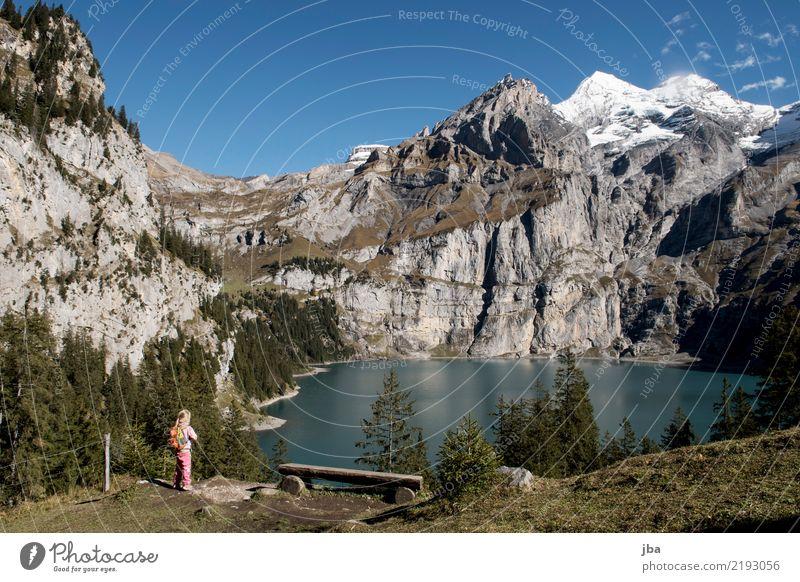 Oeschinensee Leben harmonisch Zufriedenheit Freizeit & Hobby Ausflug Ferne Sommer Berge u. Gebirge wandern Sport Sportstätten Kind lernen feminin 1 Mensch Natur