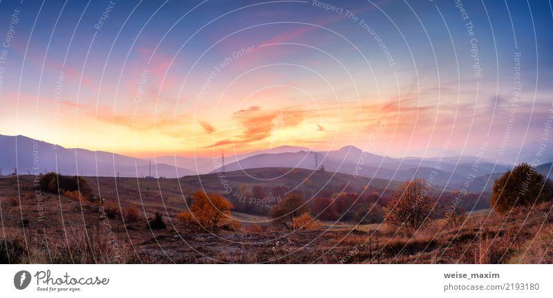 Panoramische Landschaft des Gebirgsherbstes mit buntem Wald Himmel Natur Ferien & Urlaub & Reisen Pflanze Sommer Baum rot Wolken Berge u. Gebirge gelb Umwelt