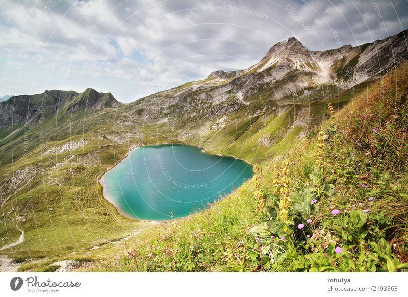 türkiser alpiner See am sonnigen Tag in den Allgäu-Alpen Ferien & Urlaub & Reisen Abenteuer Berge u. Gebirge wandern Landschaft Himmel Wolken Schönes Wetter
