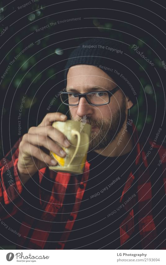Mann Pflanze schön weiß ruhig Erwachsene Lifestyle Gefühle natürlich Mode Lächeln Fotografie Coolness Freundlichkeit Hut Hemd