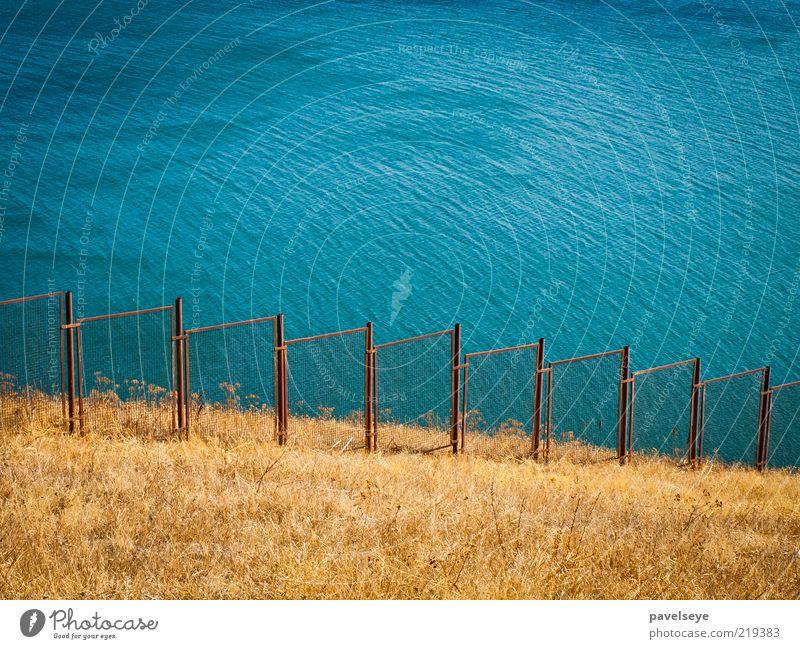 Lake behind the fence Wasser See Landschaft Schutz Hügel Grenze türkis Zaun Seeufer Barriere Begrenzung gesperrt eingezäunt