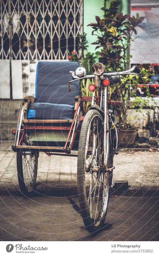 Ferien & Urlaub & Reisen alt schön Straße Lifestyle Verkehr Kultur Abenteuer Asien Tradition Taxi Großstadt Pedal Myanmar Birmane Rikscha