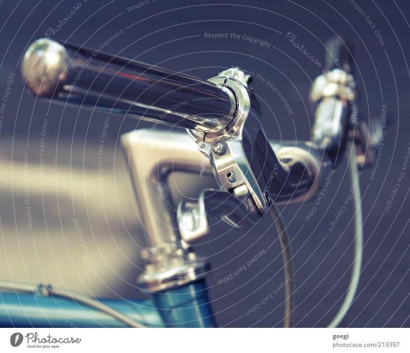 Eingangrad blau Fahrrad einfach silber Griff Bildausschnitt Chrom Fahrradbremse Tiefenschärfe Fahrradlenker