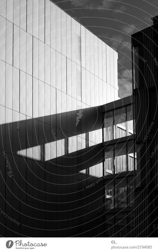 konzernzentrale Himmel Stadt Fenster dunkel Architektur Wand Gebäude Mauer Business Fassade Büro Hochhaus Kraft Erfolg Zukunft Schönes Wetter
