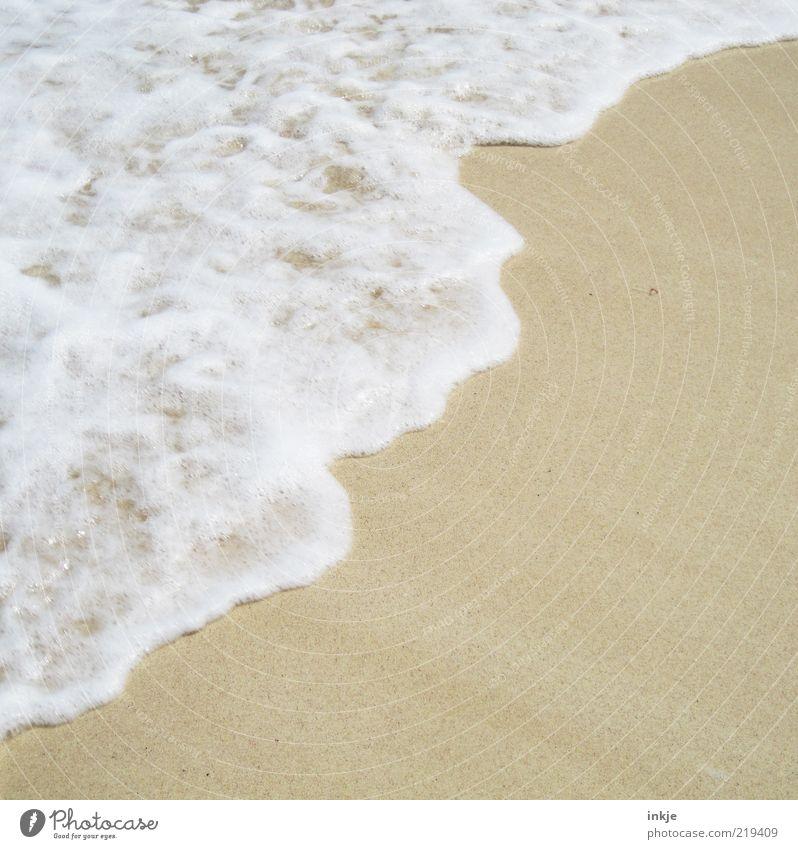 Meeresschaum bei 30°C Wasser schön Sommer Strand Sand Stimmung Wellen Zufriedenheit Idylle Schönes Wetter Textfreiraum Brandung Schaum Gischt Atlantik