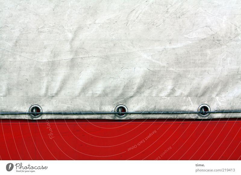 Lebenslinien #19 weiß rot Metall dreckig Seil geschlossen Sicherheit Schutz Metallwaren Schnur Falte Kunststoff Blech Textilien gebraucht Abdeckung