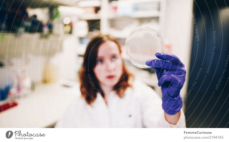 Science is beautiful (01) Wissenschaften Fortschritt Zukunft feminin Junge Frau Jugendliche Erwachsene Mensch 18-30 Jahre 30-45 Jahre Erfolg Wissenschaftler