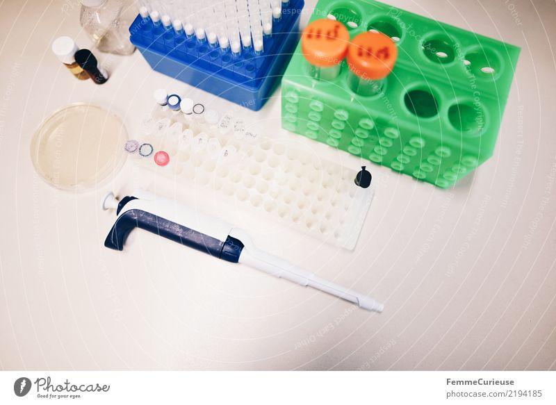 Science is beautiful (06) Technik & Technologie Wissenschaften Fortschritt Zukunft Labor Laborgeräte Pipette Petrischale Röhren Biologie Chemie Labortisch