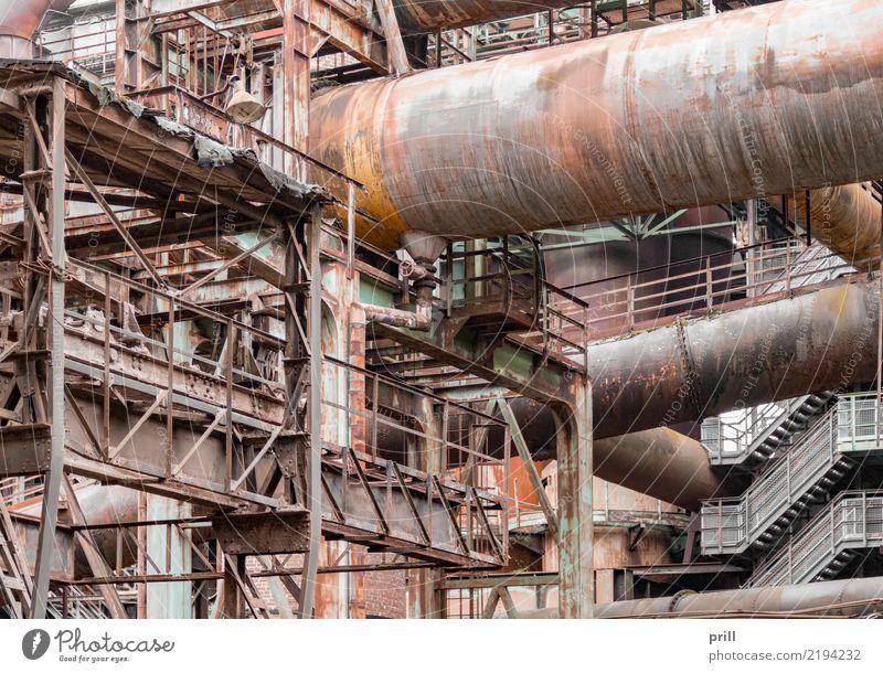 rusty industrial scenery Maschine Pflanze Metall Stahl Rost alt dreckig historisch braun Verfall industrie korrodiert Gerät balken Stahlträger rohr stahlrohr