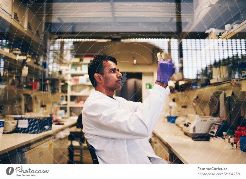 Science is beautiful (32) Technik & Technologie Wissenschaften Fortschritt Zukunft maskulin Mann Erwachsene 1 Mensch 30-45 Jahre kompetent Konzentration