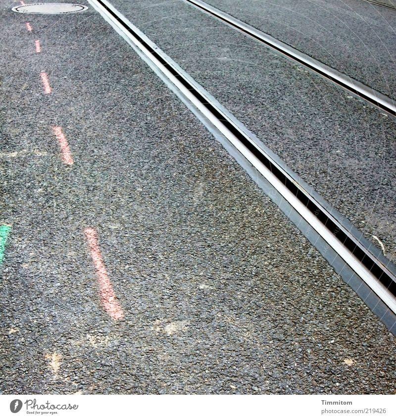 3 Linien grau Metall Linie rosa Verkehr Baustelle Asphalt rein Gleise Teer Schienenverkehr Öffentlicher Personennahverkehr