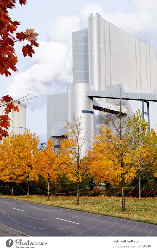 Herbstwerk Straße Architektur elegant Fassade Industrie Energiewirtschaft modern Fabrik bedrohlich Wissenschaften Unternehmen Wirtschaft Industrieanlage Futurismus Herbstlaub gigantisch