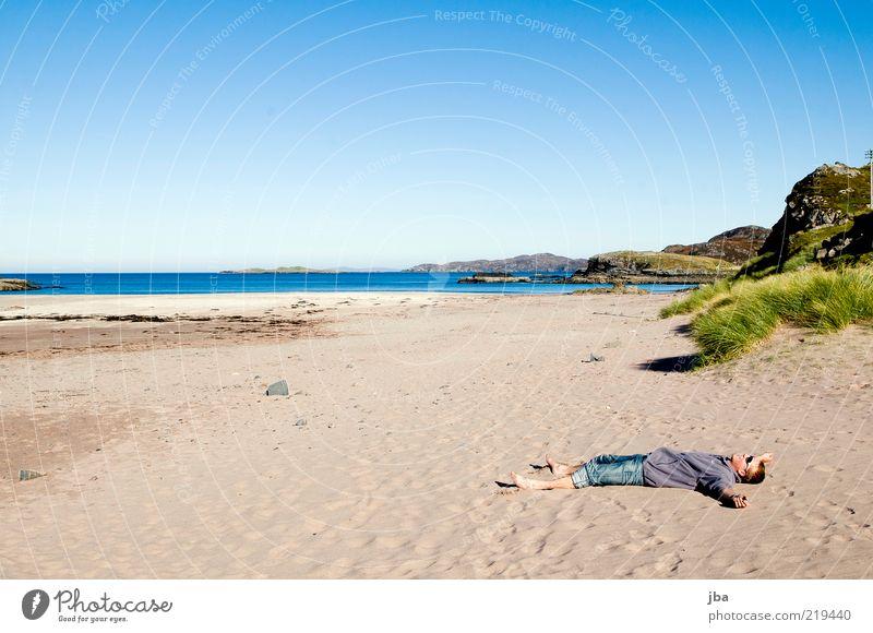 entspannen Mensch Himmel Natur Wasser Jugendliche Strand Meer ruhig Ferne Erholung Freiheit Landschaft Gras Sand Küste Luft