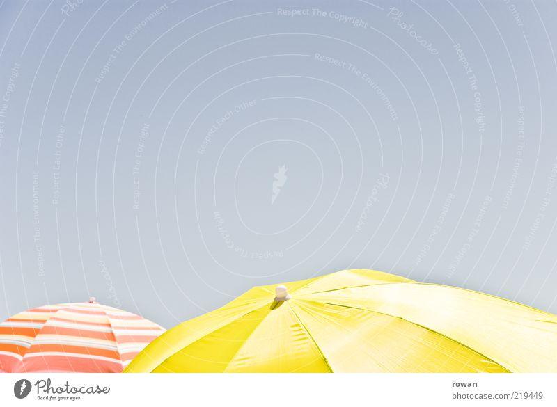 schirme Sonne Sommer gelb Tourismus heiß Sonnenschirm Schönes Wetter Blauer Himmel Wetterschutz Sommerurlaub Schutz
