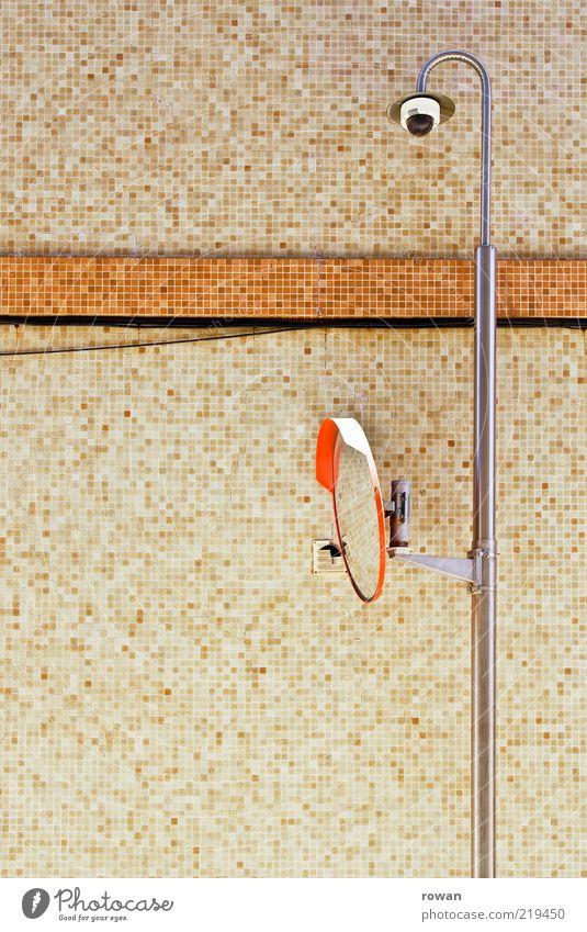 spiegel Haus Bauwerk braun orange Spiegel Videokamera Überwachung Sicherheit Wand Fliesen u. Kacheln Farbfoto Außenaufnahme Textfreiraum links Tag Mosaik