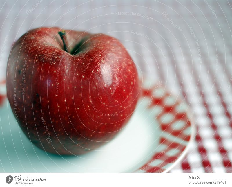 Roter Apfel rot Ernährung Gesundheit Lebensmittel Frucht süß Apfel Stengel lecker reif Teller Picknick Diät Bioprodukte kariert