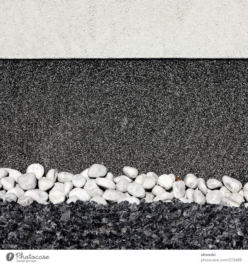 Vorgarten Bauwerk Gebäude Mauer Wand Fassade Stein schwarz weiß Farbfoto Strukturen & Formen Schwarzweißfoto Hintergrundbild Textfreiraum Mitte