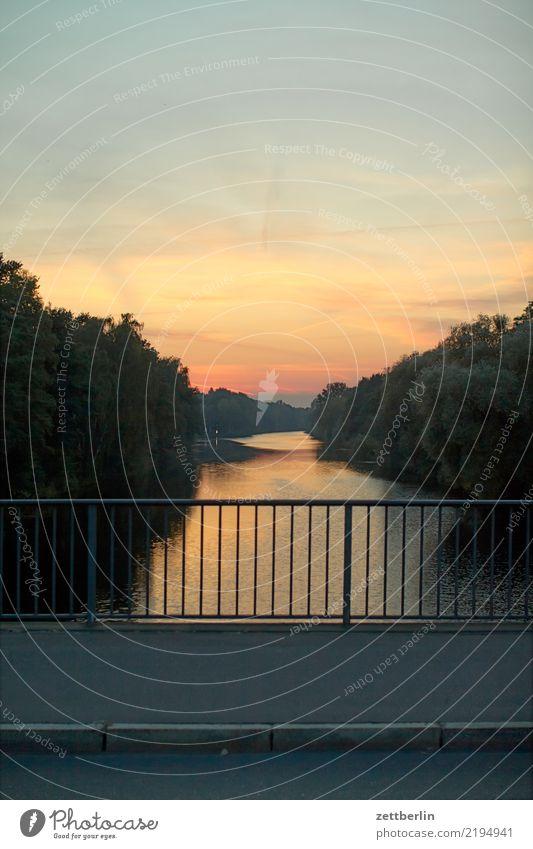 Mäckeritzbrücke Abend Brücke mäckeritzbrücke Feierabend Sonnenuntergang hohenzollernkanal Kanal Landschaft Menschenleer Schifffahrt Textfreiraum Verkehr