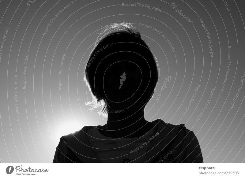 Sunblock! Mensch feminin Kopf 1 beobachten positiv schön Kraft geheimnisvoll Gegenlicht Schwarzweißfoto Außenaufnahme Tag Licht Kontrast Sonnenlicht