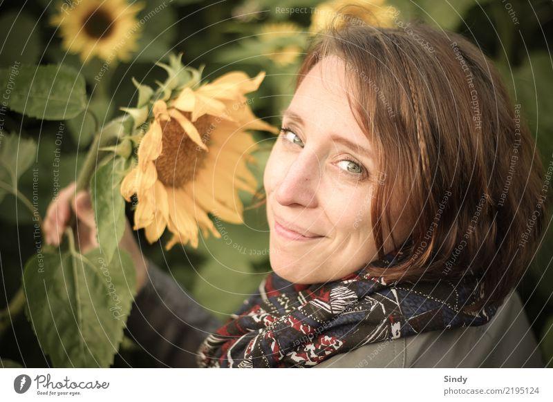 Sunflower4 Mensch feminin Junge Frau Jugendliche Erwachsene Kopf 1 18-30 Jahre 30-45 Jahre Pflanze Blatt Blüte Sonnenblume Sonnenblumenfeld Garten Feld Schal