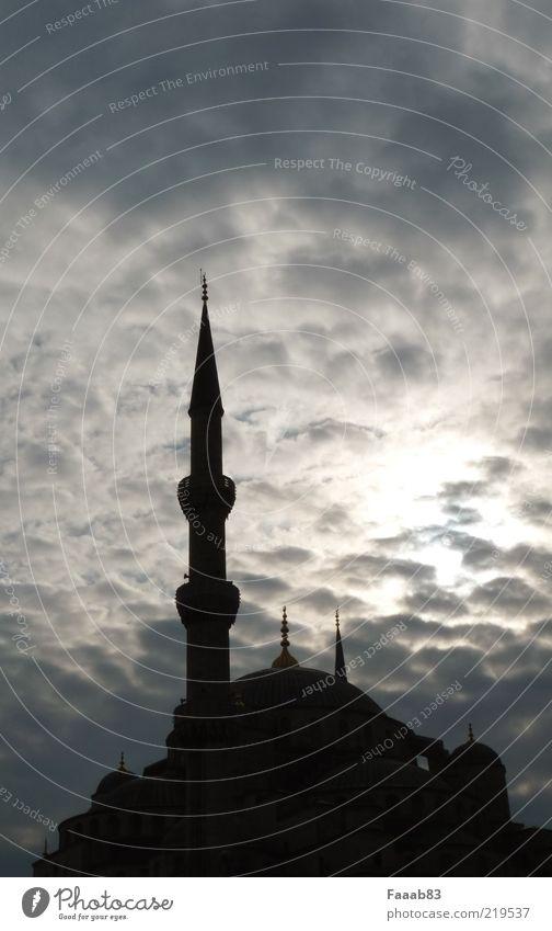Opium fürs Volk Himmel Wolken Architektur Religion & Glaube Gebäude Kirche Bauwerk Wahrzeichen Hauptstadt Sehenswürdigkeit Islam Istanbul Moschee Ferien & Urlaub & Reisen Gegenlicht
