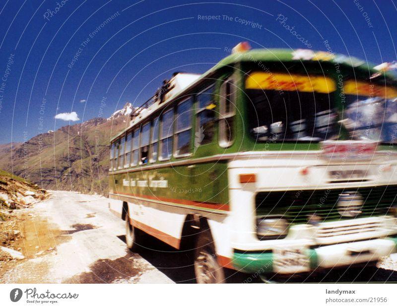 bus Indien Bus Geschwindigkeit Berghang Unschärfe Staub Verkehr Himalaya