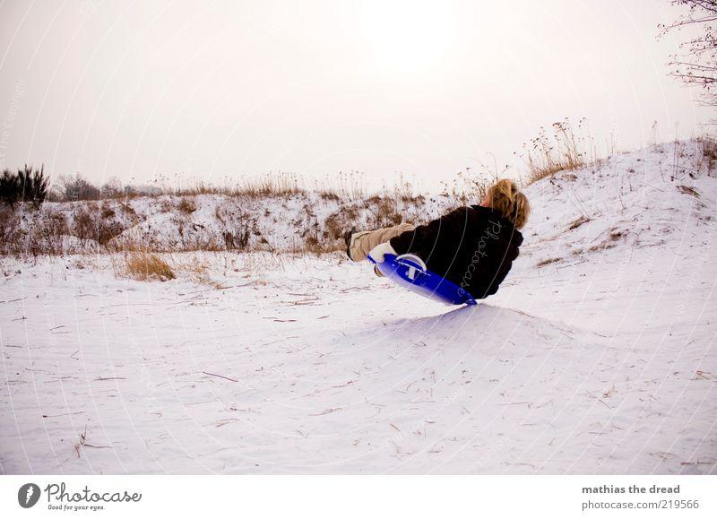 PFANNENRUTSCHER Mensch Himmel Natur Landschaft Freude Winter kalt Umwelt Bewegung Schnee Junge Spielen maskulin Freizeit & Hobby Kindheit Abheben