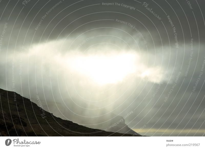 Here comes the sun Freiheit Berge u. Gebirge Umwelt Natur Landschaft Wolken Gewitterwolken Klima Unwetter außergewöhnlich dunkel fantastisch hell Island