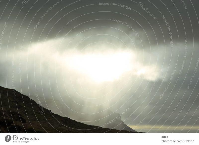 Here comes the sun Natur Landschaft Wolken dunkel Berge u. Gebirge Umwelt außergewöhnlich Freiheit hell leuchten fantastisch Klima Unwetter himmlisch Island