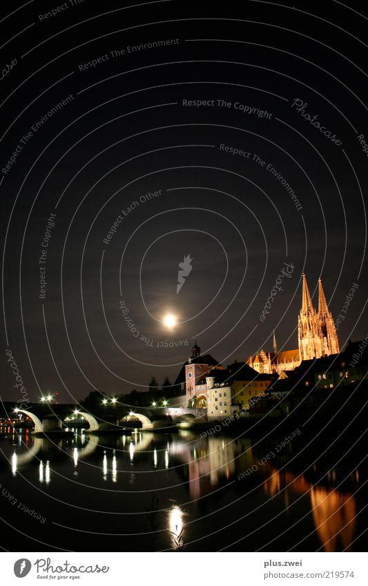 Stille Nacht... Stadt Altstadt Dom Brücke Sehenswürdigkeit Wahrzeichen Gefühle Stimmung einzigartig Regensburg Donau Mondschein Farbfoto Außenaufnahme
