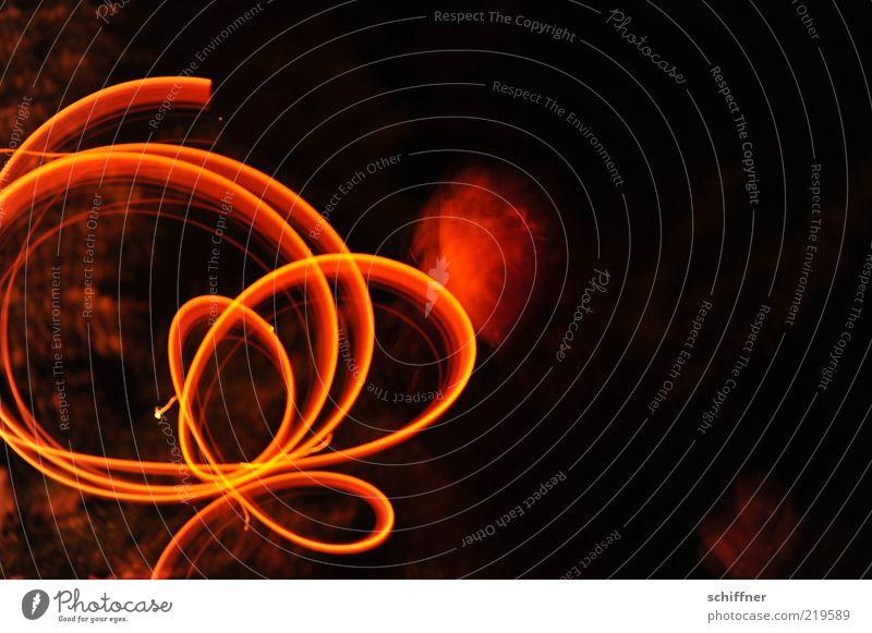 Halloweenblume 1 Mensch leuchten Spielen Kreis Langzeitbelichtung Geschwindigkeit kreisen malen Nacht dunkel Unschärfe Bewegungsunschärfe beweglich schwarz rot