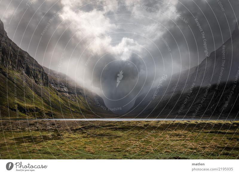 Doppeldeutigkeiten I deep valley Natur Landschaft Pflanze Himmel Wolken Gewitterwolken Frühling Wetter schlechtes Wetter Gras Wiese Felsen Berge u. Gebirge