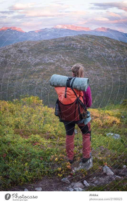 Schau-ins-Land Zufriedenheit ruhig Ferien & Urlaub & Reisen Abenteuer Ferne Freiheit wandern Junge Frau Jugendliche Leben Natur Landschaft Sonnenaufgang