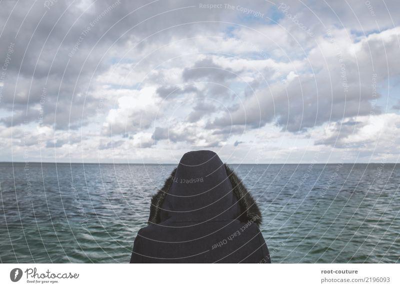 Mehr vom Meer Erholung ruhig Meditation Ferien & Urlaub & Reisen Ferne wandern Natur Wasser Himmel Horizont Frühling Küste Seeufer Strand Jacke Mütze beobachten
