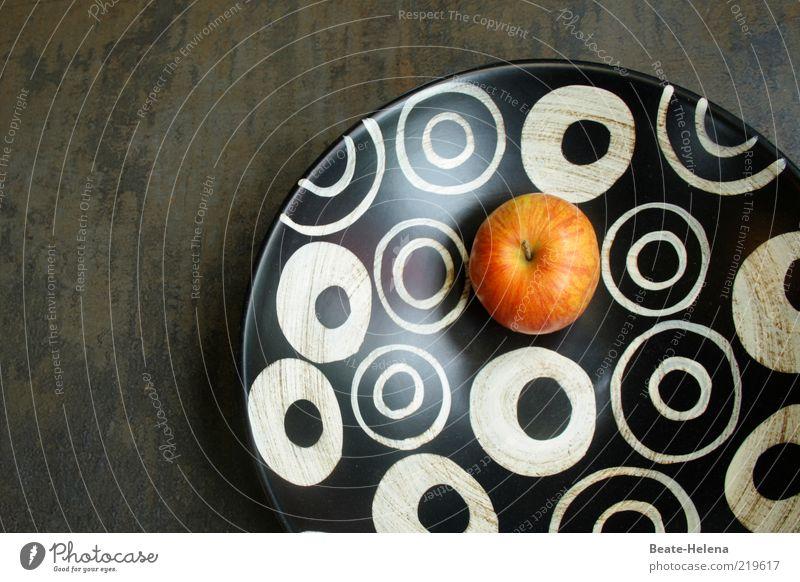 Hier geht es rund! Lebensmittel Frucht Schalen & Schüsseln Metall schwarz weiß ästhetisch elegant Obstschale Apfel Kreis kreisrund modern Farbfoto