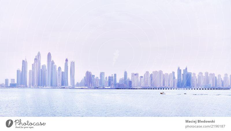 Dubai Skyline Ferien & Urlaub & Reisen blau Sommer Gebäude rosa Wohnung Büro modern Hochhaus Erfolg Hotel Stadtzentrum Städtereise Bankgebäude Sightseeing