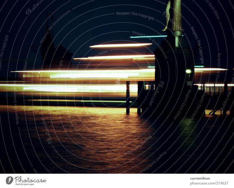 rechts oben ein bein ästhetisch Kreativität Imperia Statue Langzeitbelichtung Bodensee Wasser See Hafen Anlegestelle Wasserfahrzeug Gedeckte Farben mehrfarbig
