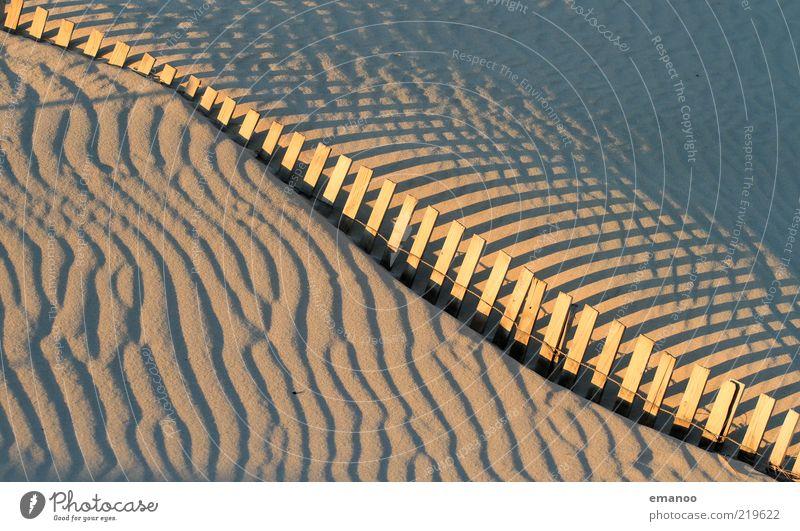 Dünenbremse Natur Sommer Strand gelb Holz Mauer Wärme Sand Landschaft Linie Wind Freizeit & Hobby Spuren Muster Zaun Stranddüne