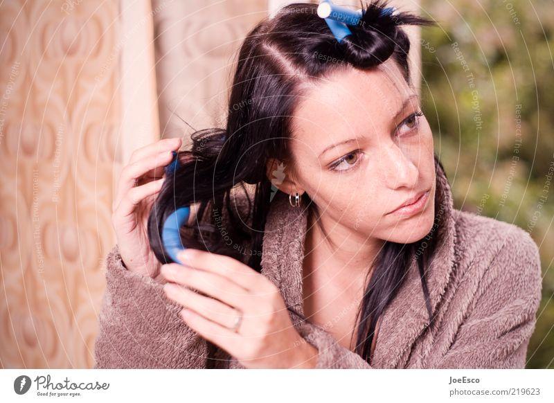#219623 Lifestyle schön Körperpflege Haare & Frisuren feminin Frau Erwachsene Leben Gesicht Mensch trendy einzigartig selbstbewußt Kraft Beginn Lockenwickler
