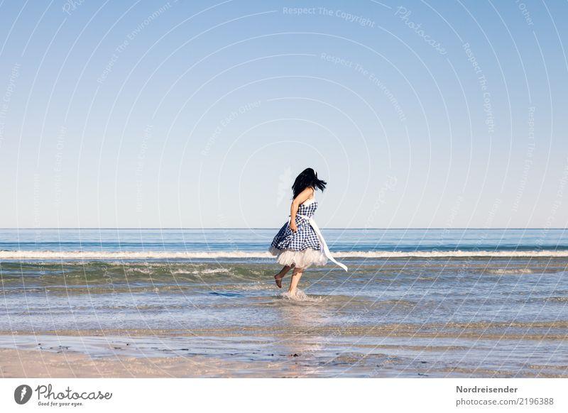 Sommer am Meer Ferien & Urlaub & Reisen Tourismus Sommerurlaub Strand Mensch feminin Frau Erwachsene 1 Wasser Wolkenloser Himmel Schönes Wetter Wellen Nordsee